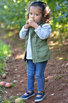 What to Wear Apple Picking toddler girl fall outfit skinny jeans gray sweater olive utility vest Toddler Fall Outfits Girl, Girls Fall Outfits, Toddler Boy Shoes, Toddler Girl Style, Little Girl Outfits, Little Girl Fashion, Toddler Fashion, Fashion Kids, Little Girls