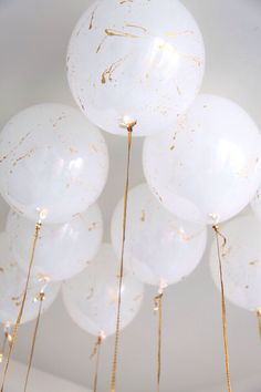 These marble balloons add the perfect touch to a modern wedding. These marble balloons add the perfect touch to a modern wedding. Marble Balloons, Big Balloons, White Balloons, Confetti Balloons, Paint Balloons, Wedding Balloons, String Balloons, Butterfly Balloons, Hen Party Balloons