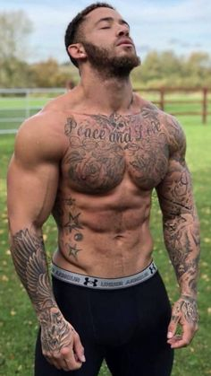 Muscled tattood top hunk tasting slong