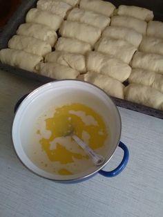 Pečené buchty dvoch chutí (fotorecept) - recept | Varecha.sk Dairy, Pudding, Cheese, Desserts, Food, Basket, Tailgate Desserts, Deserts, Custard Pudding