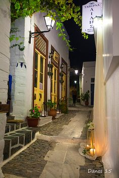 Strolling in the night. - Syros-Ano Syros, Kyklades