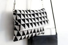 Triforce-iltalaukku crochet pattern clutch by Molla Mills Crochet Clutch Pattern, Crochet Tote, Crochet Handbags, Crochet Purses, Bead Crochet, Free Crochet, Tapestry Bag, Tapestry Crochet, Crochet Stitches