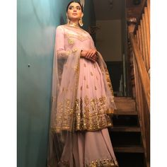 35 New Ideas Fashion Sketches Indian Salwar Kameez Pakistani Wedding Dresses, Indian Wedding Outfits, Pakistani Outfits, Bridal Outfits, Indian Dresses, Indian Outfits, Punjabi Wedding Suit, Nikkah Dress, Mehndi Dress