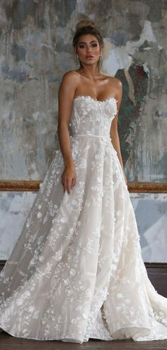 Sweetheart neckline 3d floral applique a line ball gown wedding dress #weddingdress #weddinggown