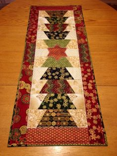 Christmas tree table runner. Robert Kaufman fabrics, pattern from Quilting Quickly Winter 2013