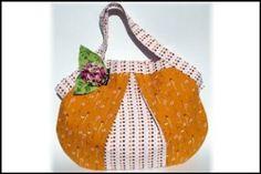 LadyBug Shoulder Bag   YouCanMakeThis.com
