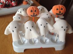 Ghosties cake pops