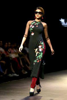 TTO - Những mẫu áo dài đơn giản nhưng tinh tế với thiết kế sáng tạo, cá tính trong bộ sưu tập Saigon by night dành cho mùa hè 2016.