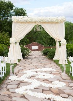 Take sprawling green lawns, a tent draped in luxe cream linens, and a touch of sparkle, and you end up with one jaw-dropping wedding.