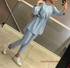2019 Hijab Combinations Blue Pencil Pants Langarm Taille gerafft Tunika Weiß Sportschuhe – SadeKadınlar Moda ve Kombin – Join in the world of pin Hijab Fashion Casual, Hijab Chic, Muslim Fashion, Fashion Outfits, Modesty Fashion, Hijab Style Dress, Hijab Outfit, Stylish Dress Designs, Stylish Dresses
