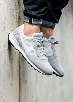 Nike Internationalist Perf: Grey