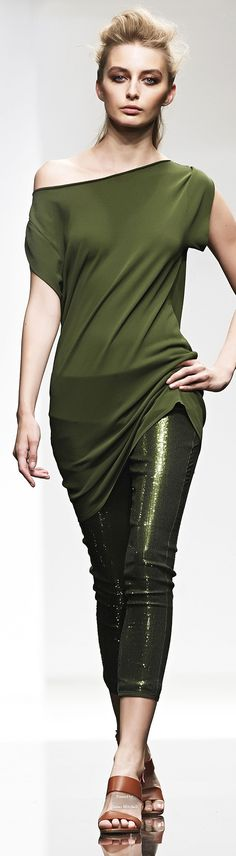 Liviana Conti Spring Summer 2015 Ready-To-Wear collection. Olive green is my latest color love. And this is so chic!