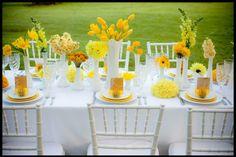 Décoration de table d'anniversaire en jaune