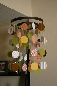 baby mobile made out of scrapbook paper and embroidery hoops, i think i will try this soon :)