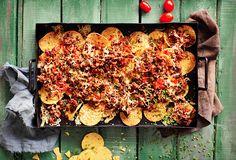 Uuninachot ovat helppoa, nopeaa ja ennen kaikkea maistuvaa naposteltavaa. Etenkin kun täytteenä on Kunnon jauhelihaa ja pekonia!  Katso resepti: www.snellman.fi/fi/reseptit/lihaisat-nachot-uunissa