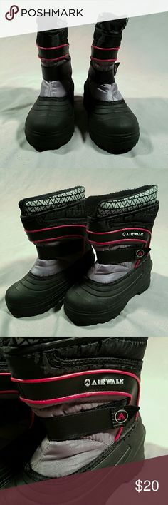 Kids Airwalk Winter Snow Boots.  Thermolite inside They look never worn. Very thick sole.   1121 Airwalk Shoes Rain & Snow Boots