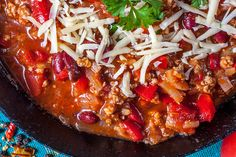 When it comes to feeding the family a healthy meal, Slow Cooker Chili con Carne has you covered.