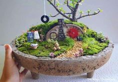 You're going to love Hobbit House Miniature Garden by designer Pir Tucker. Mini Fairy Garden, Fairy Garden Houses, Hobbit Garden, How To Make Terrariums, Little Gardens, Fairy Furniture, Small Garden Design, Cactus Y Suculentas, Miniature Fairy Gardens