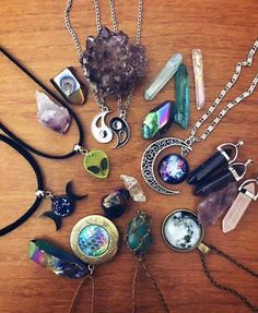 [Gift ideas] We collect necklace for your men, which is the thing he need to complete his men necklace fashion. Kawaii Jewelry, Goth Jewelry, Name Jewelry, Fantasy Jewelry, Jewelery, Jewelry Accessories, Fashion Accessories, Boyfriend Necklace, Necklace Guide
