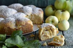 Bułeczki z jabłkami z rosyjskiego przepisu - niebo na talerzu Polish Desserts, Bagel, Doughnut, Muffin, Food And Drink, Pizza, Cooking Recipes, Bread, Baking