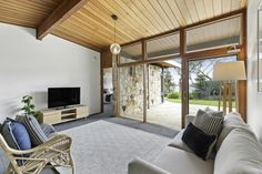 95 Mather Road, Mount Eliza, VIC 3930, SOLD Aug 2018 My Property, Property Prices, Mid Century House, Simple House, Modern Interior, Modern Architecture, Mid-century Modern, Real Estate, Interiors