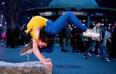 Gymnastics Moves, Gymnastics Tricks, Amazing Gymnastics, Acrobatic Gymnastics, Blogger Poses Photography, Dancer Photography, Gymnastics Photography, Flexibility Dance, Gymnastics Flexibility