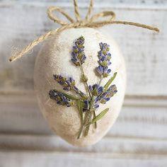 Lavender Easter egg, natur vintage decor  http://www.sashe.sk/Pipistrela/detail/malovane-vajicko-s-levandulou