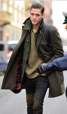 ミリタリージャケットおすすめのM65をPコートにあわせて着こなした男性
