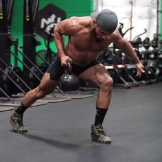 Try this single kettlebell complex -2 reps each movement -3 times each side ( 6 row each side, 6 squat each side, 6 press each arm) -plenty of rest for quality reps -4 to 6 sets • Get my online Primal Kettlebell Course for more instructional videos, workouts, flows and much more on my website EricLeija.com! Available for 50% off! Link in my bio! • ⚡️EricLeija.com⚡️