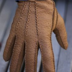 Do you need a pair of gloves for touching nice things in nice clothes? We are talking about driving, holding your wife's hand in the cold, or driving an Aston Martin. These may be for you. These are sartorial gloves. These are fancy gloves. They are not for weeding the garden or