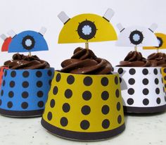 Dalek Cupcake Wrapper by ~F-A on deviantART A whole album of printable doctor who things! Doctor Who Birthday, Doctor Who Party, 12th Birthday, Cupcake Couture, Cupcakes, Cupcake Cakes, Dalek Cake, Piping Frosting, My Sun And Stars