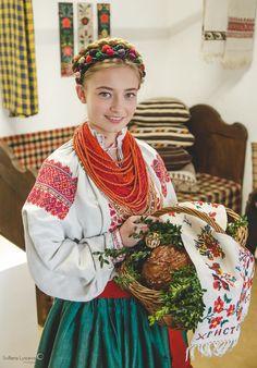 Українська дівчина на Великдень! Вінницький стрій