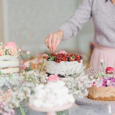 Kinuskinen Raparpericrumble   Annin Uunissa Vanilla Cake, Feta, Cheese, Desserts, Tailgate Desserts, Deserts, Dessert, Food Deserts