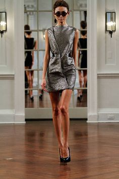 VICTORIA BECKHAM Fall 2010 Ready-to-Wear Collection