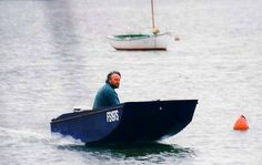 The Handy Punt boat plan is ideal as a fishing boat or for family use around lakes and estuaries. It is a great plywood utility boat for easy building and cartop transport. An ideal outboard dinghy if you tow a caravan. Make A Boat, Build Your Own Boat, Diy Boat, Wooden Boat Kits, Wooden Boat Plans, Wooden Boats, Duck Boat Blind, Utility Boat, Plywood Boat Plans