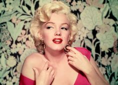 Browse 50 Years Since The Death Of Marilyn Monroe - YIF 2012 latest photos. View images and find out more about 50 Years Since The Death Of Marilyn Monroe - YIF 2012 at Getty Images. Marylin Monroe, Fotos Marilyn Monroe, Divas, Pin Up Doll, Photo Glamour, Nickolas Muray, Celebrity Gallery, Celebrity Photos, Norma Jeane