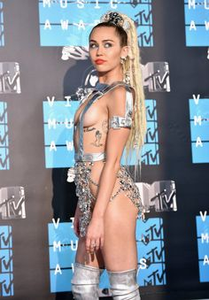 Pin for Later: See All the Stars on This Year's MTV VMAs Red Carpet! Miley Cyrus