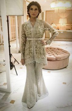 Pakistani Waist Belt Dresses Designs Party Wedding Collection - Source by - Pakistani Fashion Party Wear, Pakistani Wedding Outfits, Pakistani Dress Design, Pakistani Dresses, Indian Dresses, Indian Outfits, Shadi Dresses, Ethnic Fashion, Asian Fashion