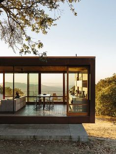 Dwell - Steel the Scene - Photo 4 of 5 Design Exterior, Modern Exterior, French Exterior, Wall Exterior, Exterior Doors, Exterior Houses, Casas Containers, Building A Container Home, Modern House Design