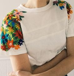 Craft with Conscience: Tessa Perlow – Sarah K. Diy Embroidery Shirt, Embroidery On Clothes, Embroidered Clothes, Embroidery Fashion, Hand Embroidery Designs, Embroidery Dress, Embroidered Flowers, Embroidery Stitches, Tessa Perlow