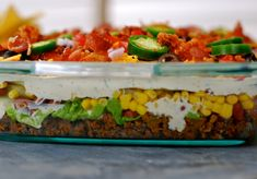 I decided to create another layered cake pan salad! Since my other layered salad in a cake pan has been shared and pinned thousands of times, it was t Taco Salad Recipes, Salad Recipes Video, Beef Recipes, Cooking Recipes, Healthy Recipes, Healthy Salads, Delicious Recipes, Cooking Tips, Healthy Food