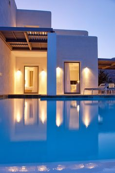 Located in Folegandros, an island that has kept its Aegean legacy untouched by time, Anemi boutique hotel was created to guarantee an amazing hospitality experience combining contemporary design and Cycladic architecture. Hotel Bathroom Design, Family Pool, Greek House, Mediterranean Design, Cool Pools, Hotel Spa, Pool Designs, Luxury Life, Best Hotels