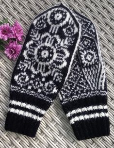 Handknitted norwegianSelbumittens Mittens, Charts, Knit Crochet, Gloves, Knitting, Trending Outfits, Unique Jewelry, Handmade Gifts, Diy