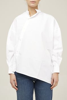 Toteme  Noma Shirt    White    NOK 1 999    100% cotton  asymmetrical front relaxed fit  fits true to size    Lida is 177cm tall wearing a small