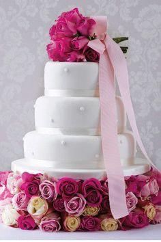 Inspiration pour un mariage fuchsia et blanc: le wedding cake / gâteau de mariage