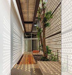 5 – Diferença na aplicação entre um cobogó de concreto, vidro, cerâmica ou outros?    cobogos e ambiente interno