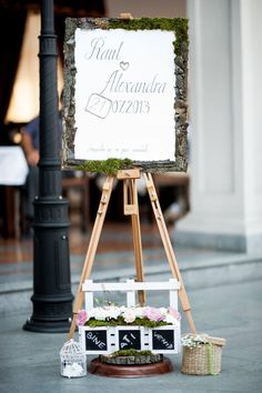 A rustic wedding must have a wooden details somewhere!