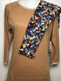 LuLaRoe Outfit of the Day! S Randy with OS LuLaRoe Leggings  #lularoe #lularoeootd #ootd #lularoeleggings #leggings #birds #birdprint #shoponline #onlineshopping #vip #fun #personality #comfyclothes