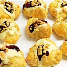 Peanut butter cream cheese profiteroles topped with white chocolate and jam. Choux Pastry, Profiteroles, Sweet Desserts, Different Recipes, White Chocolate, Yummy Treats, Peanut Butter, Sweet Tooth, Bottles