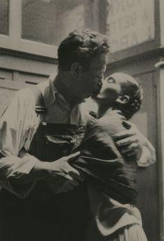 Frida e Diego si baciano, 1933